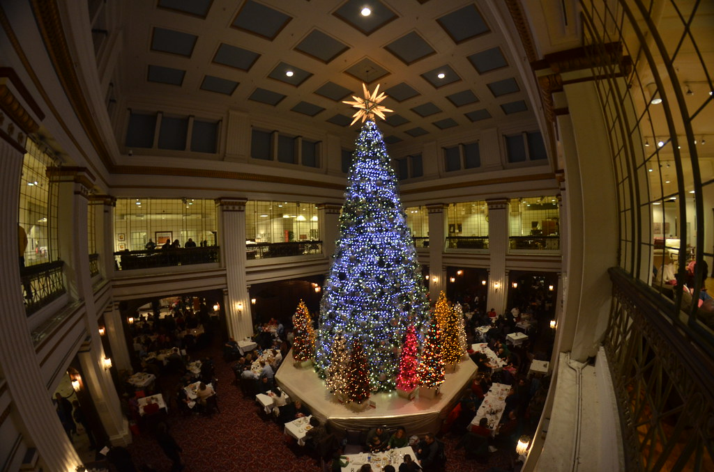 Walnut Room at Macy\'s in Chicago Christmas Tree | Christmas … | Flickr
