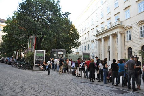 "Visitors queuing in front of DiD Vienna during the ""night of the museums"" 