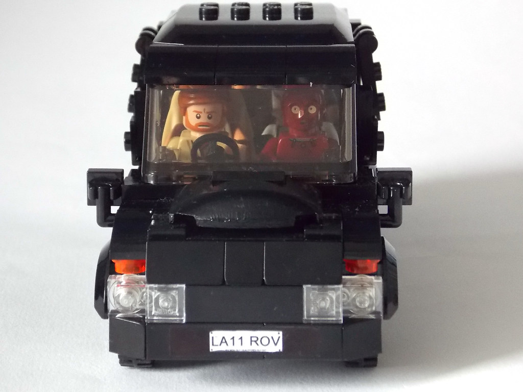 LEGO Minifigure scale Car - 7-wide SUV - seats 7 minifigs … | Flickr