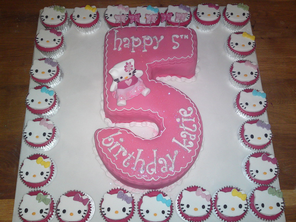 Uncategorized Hello Kitty Number hello kitty no 5 cake with cupcakes joanne flickr by kdanz