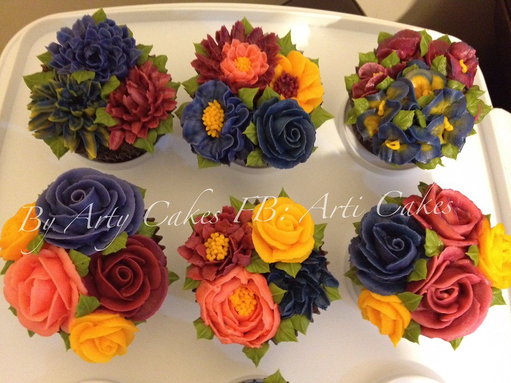 Butter cream flowers bouquet cupcakes artycakes flickr butter cream flowers bouquet cupcakes by artycakes izmirmasajfo
