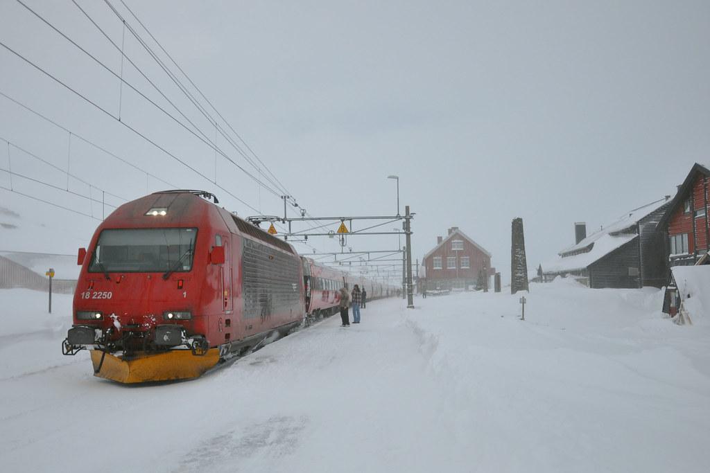 Train 61 @ Finse - [Explored]