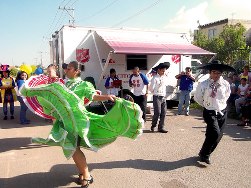 2 Méxican dancing attracts public attention | by Salvation Army IHQ