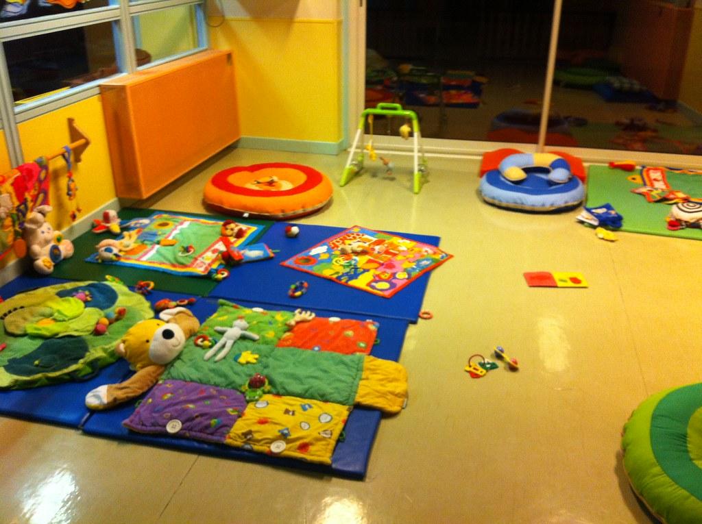 Salle de crèche | Jeux en salle de crèche (tapis de sol ...
