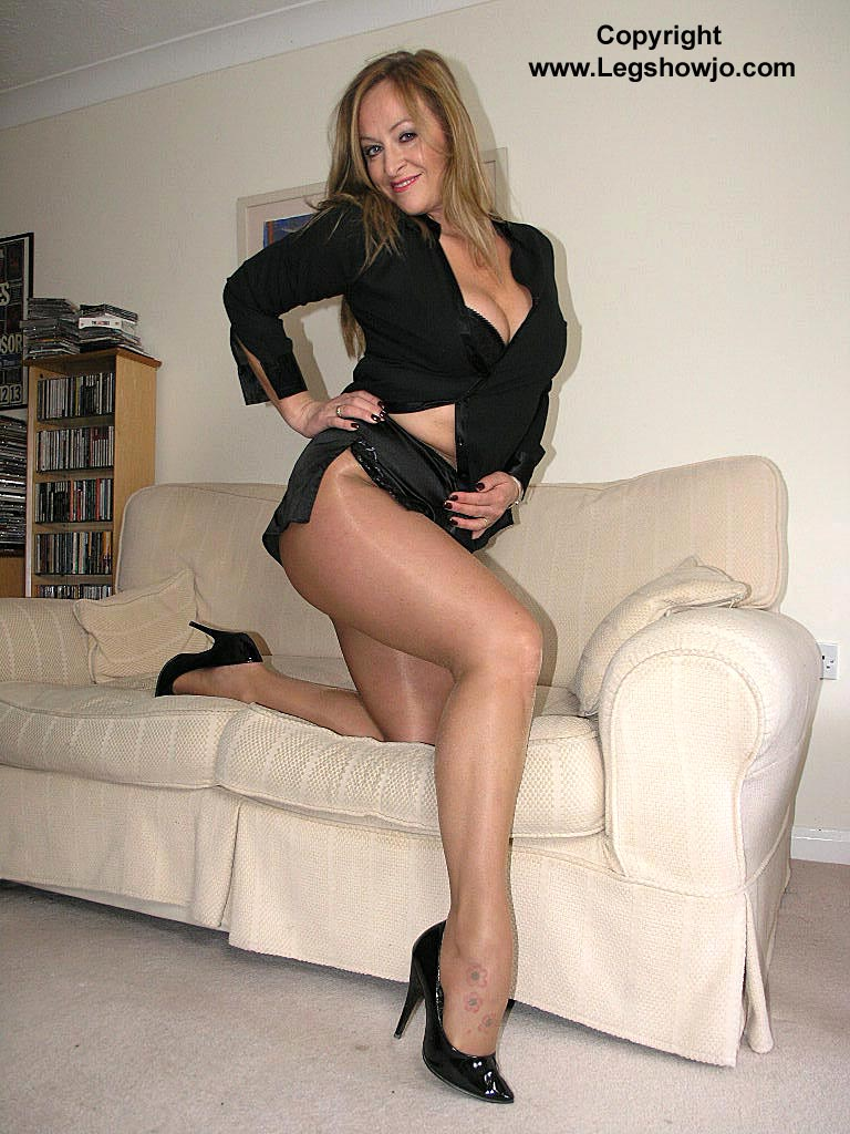 mature leg show - pics and galleries
