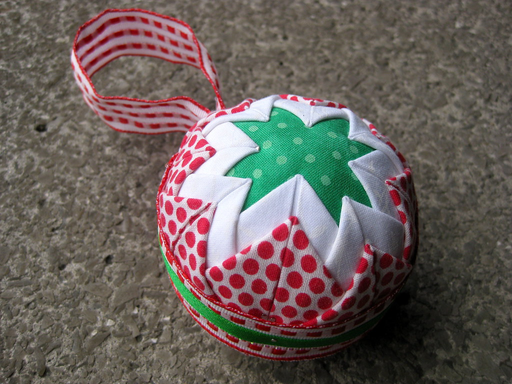 Quick and easy no sew Christmas quilted ornament | Tutorial … | Flickr