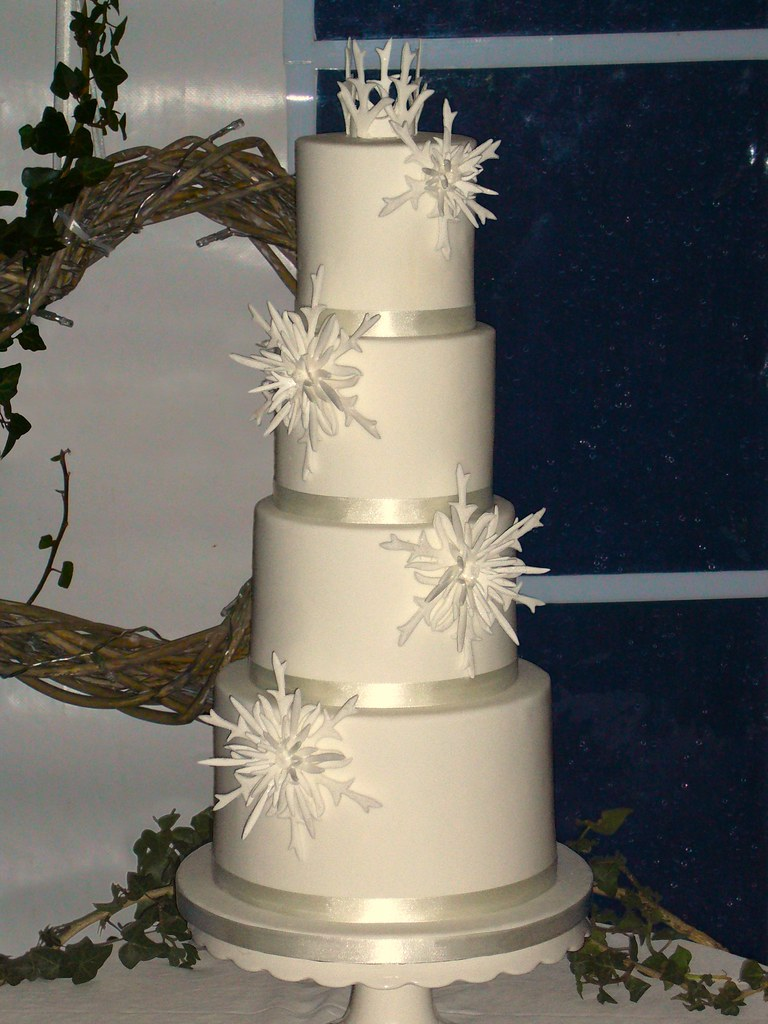 New Year S Eve Wedding Cake Not My Favourite Photo But The Flickr