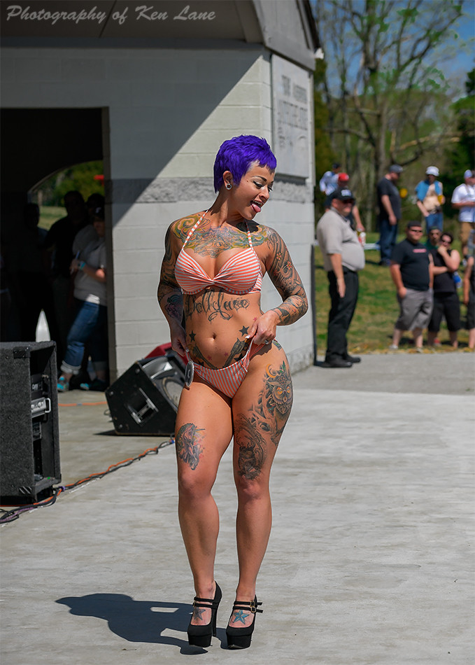 Minitruck bikini contest
