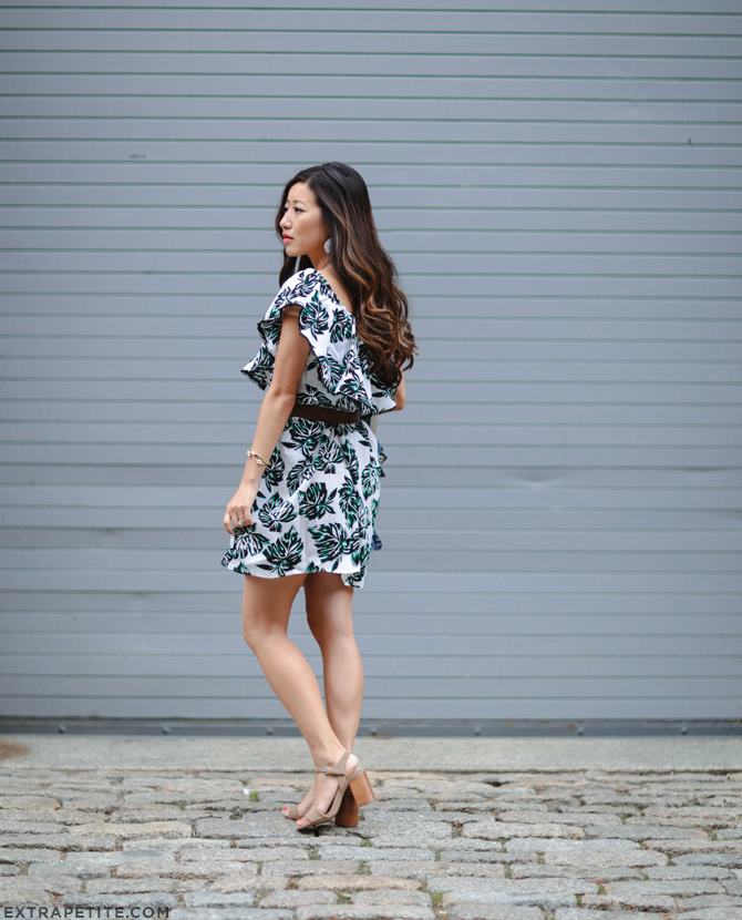 summer outfit date night ruffle dress_petite fashion