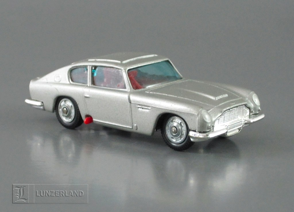 James Bond 007 - 1:64 scale die cast ASTON MARTIN DB5 with… | Flickr