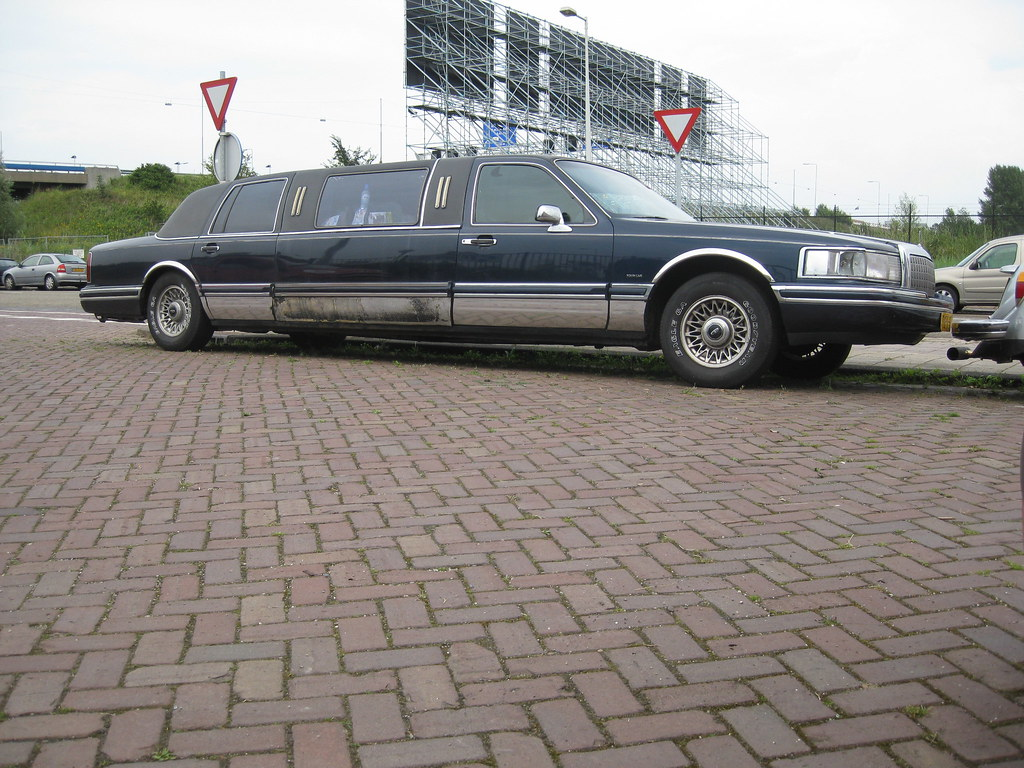 1997 Lincoln Town Car Stretched Limousine This Is One Of T Flickr