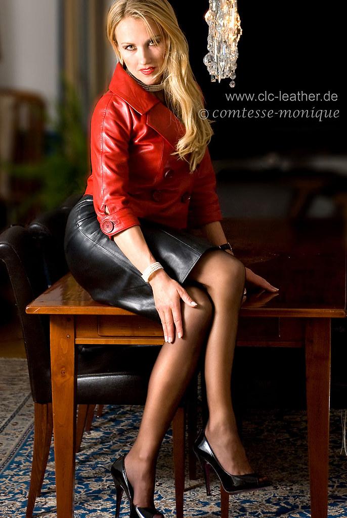 девчонка в кожаной юбке.фото