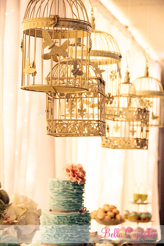 Hanging bird cages | by Bella Cupcakes (Vanessa Iti)