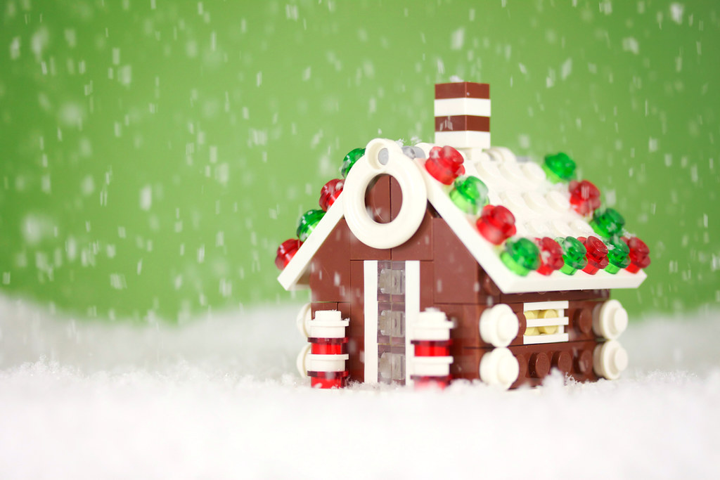 Build it yourself gingerbread house the last in this year flickr build it yourself gingerbread house by powerpig solutioingenieria Choice Image