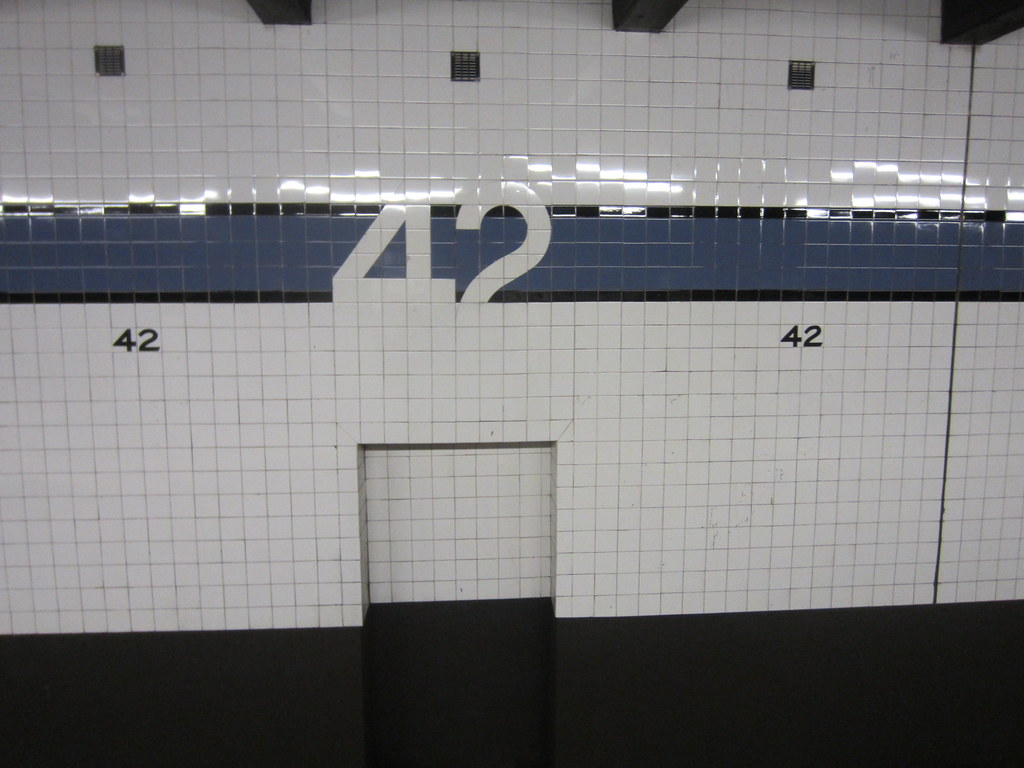 42nd St Ceramic Tile In Times Square Nyc Subway Station Flickr