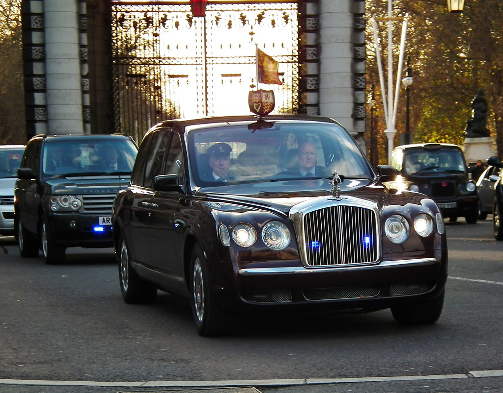 Bentley State Limousine | HM Queen Elizabeth II out in the B… | Flickr