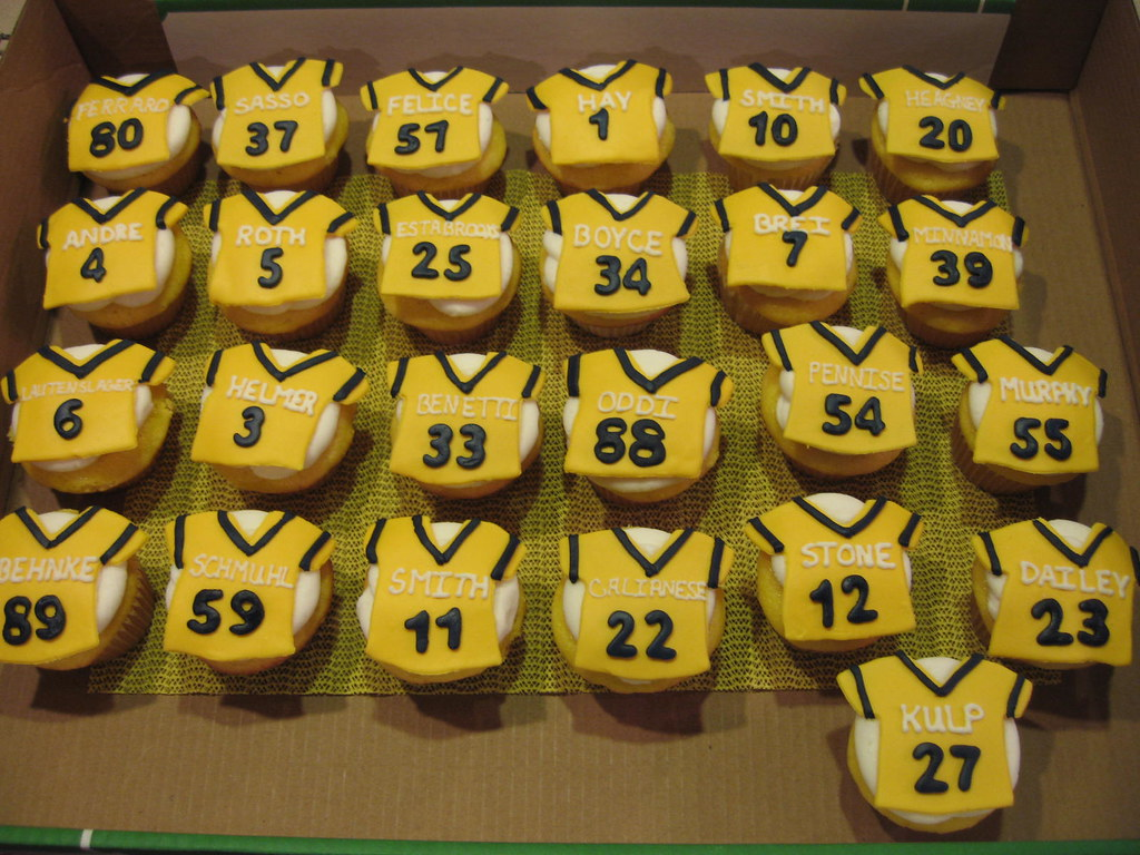 Football Jersey Cupcakes Cake It Easy Flickr
