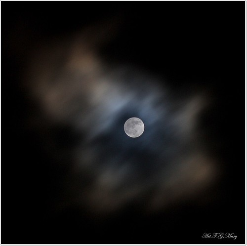 Luna abducida | by Art.Mary