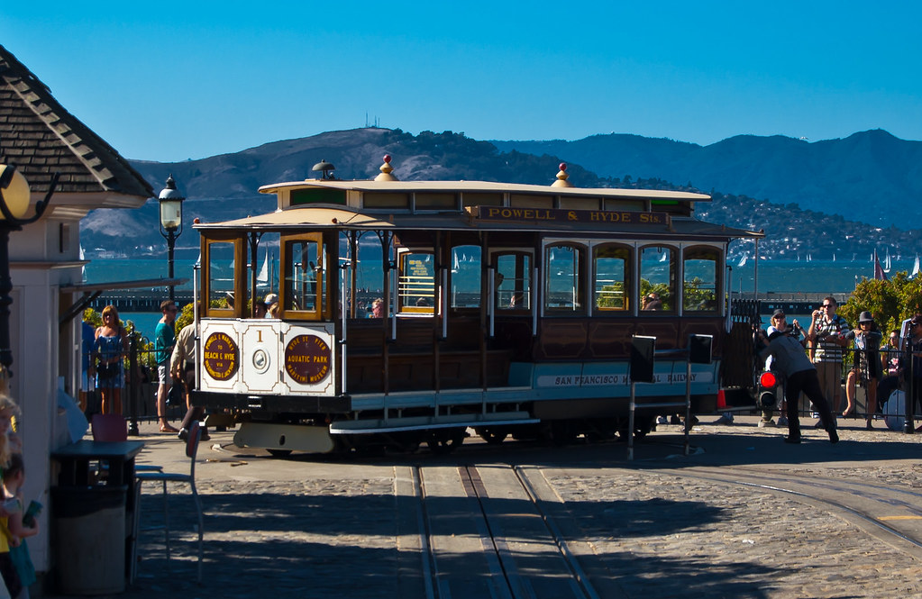 USA / California / San-Francisco / Cable Car Turning Around 05