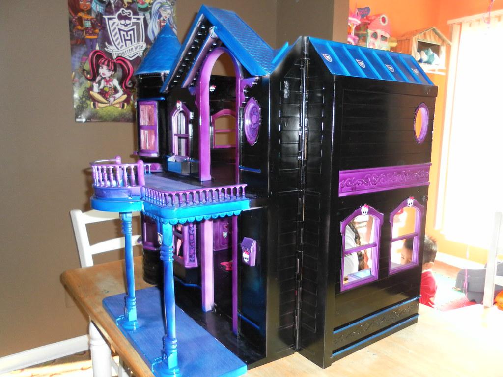 Делаем домик для куклы монстер хай своими руками