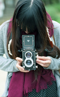 女生跟Rolleiflex真的很配 :) Girls match well with Rolleiflex | by Vincentli*