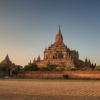 Htilominlo Temple at the sunset - Bagan, Myanmar | by Luj Moarf
