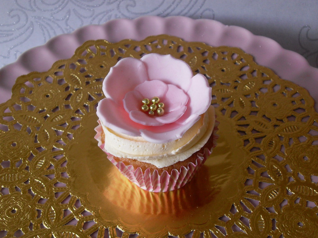 Pink And Gold Flower Cupcakes Sugarruffles201203 Flickr