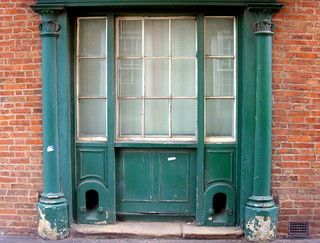 Old entrance in Leicester | by Tony Worrall