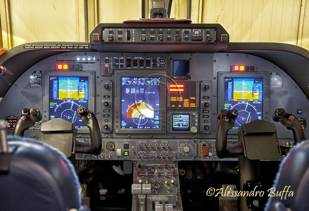 piaggio p180 avanti -cockpit- | piaggio p180 avanti ii cockp… | flickr