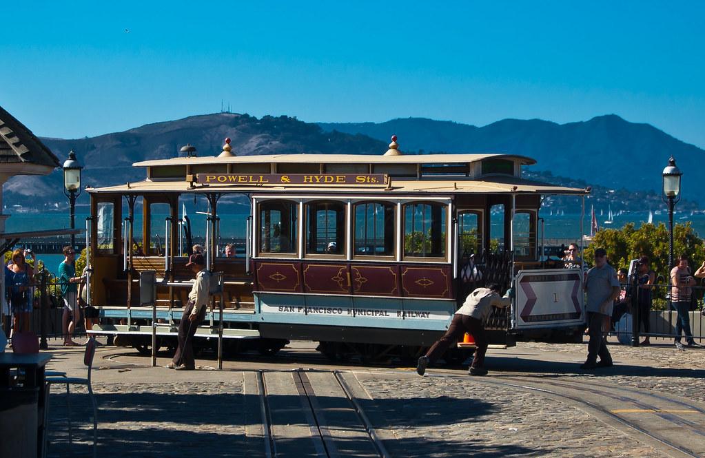USA / California / San-Francisco / Cable Car Turning Around 02