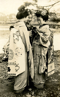 Three Maiko Girls with a Camera 1920s | by Blue Ruin 1