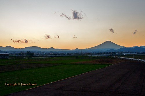 Sunset in the fields. Hiratsuka, Kanagawa prefecture | by James Kemlo (Junpei Hayakawa)