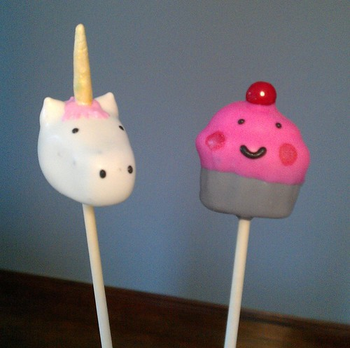 Cake Pops by One Wild Strawberry | by cakespy