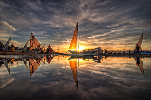 Paraw Regatta Sunrise in HDR | by benchorizo