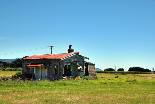 Old house, Waihau Bay, Bay of Plenty, New Zealand | by brian nz