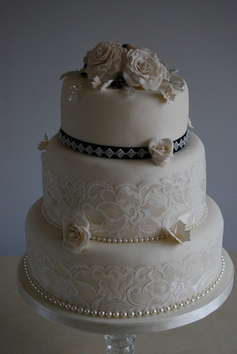 new style of wedding cakes vintage style wedding cake rosamund ivory and 17809