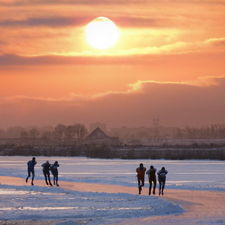 Speed skate training in the winter Waterland | by B℮n