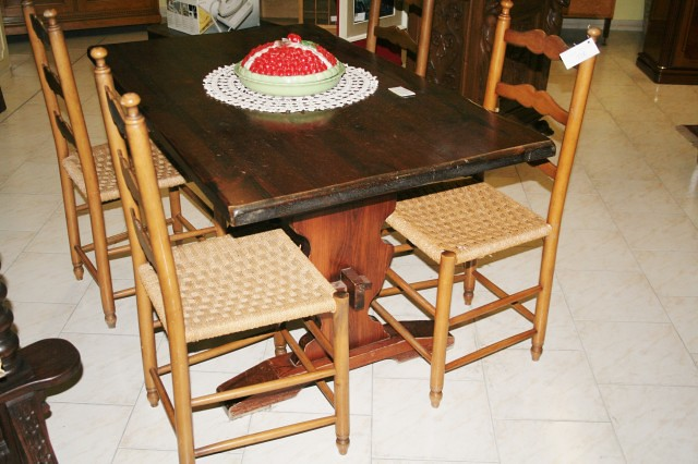 Tavoli E Sedie In Legno Usati.Tavolo E Sedie In Legno Mercante Di Stelle Mercatino Dell Usato
