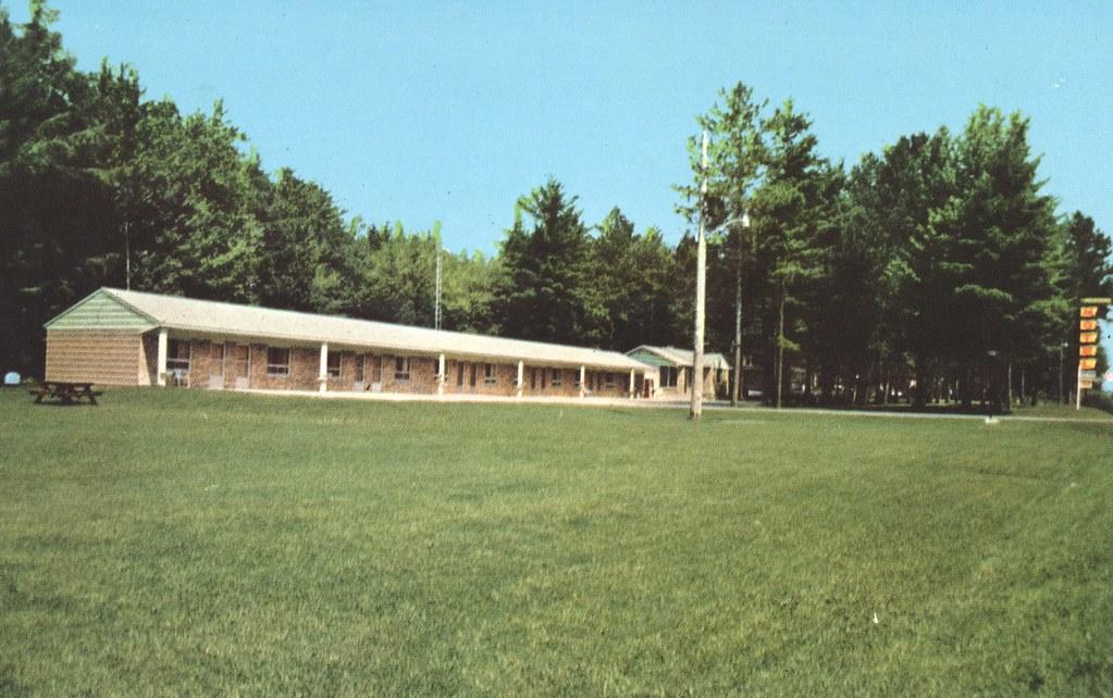Norway Pines Motel - Escanaba, Michigan