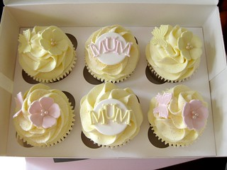 Mother's Day Cupcakes | by cloudninecupcakesuk