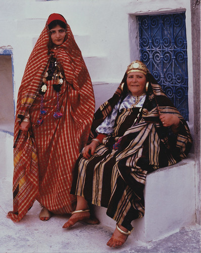 Photograph [97.20.3]: Jews of Djerba: Jewish Bride and Mother, by Keren T. Friedman (Djerba, Tunisia, 1980) | by MagnesMuseum