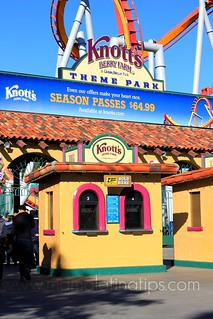 Knott´s Berry Farm Entrance | by Mamalatinatips