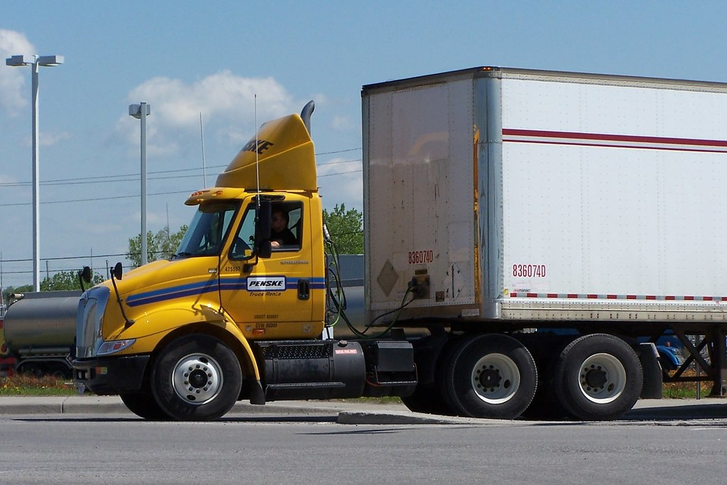 Penske 475507 International Day Cab Truck With Trailer Ott Flickr