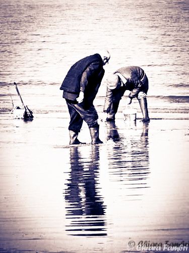 Pescatori di poveracce (vongole) - Clams fishermen. | by Chiar@Love [ON-OFF]