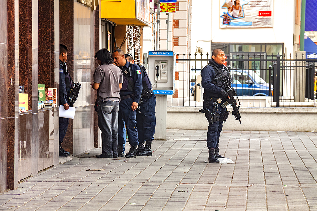 Police-talking-to-young-man--Juarez