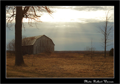 Chemin de l'Anse en avril/ A barn, a sunset in Vaudreuil (Quebec) | by Pentax_clic