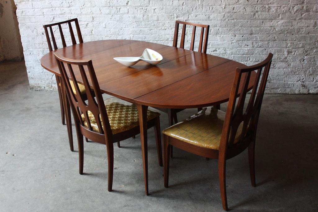 ... Pristine Broyhill Brasilia Drop Leaf Dining Table And Chairs W/ Mint  Original Fabric (U.S.A.
