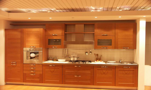 Cocina de madera moderna cocina de madera con un acabado for Tecnicas modernas de cocina