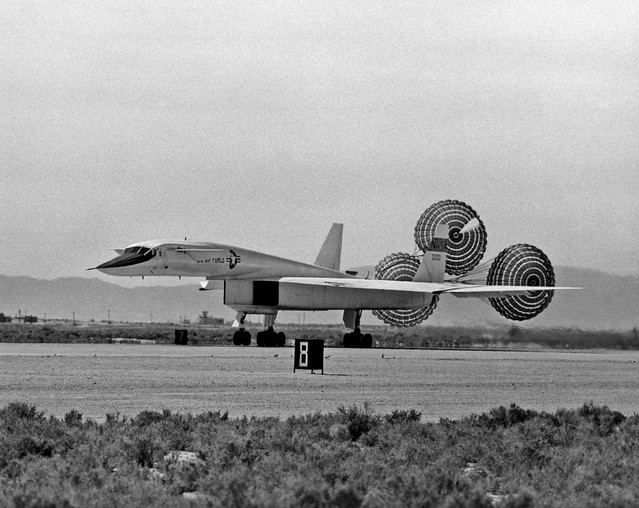 XB-70 NASA photo 359392main_ED97-44244-3_full