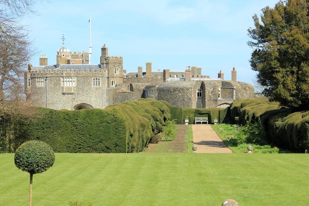 Walmer Castle Gardens EH 20 04 2012
